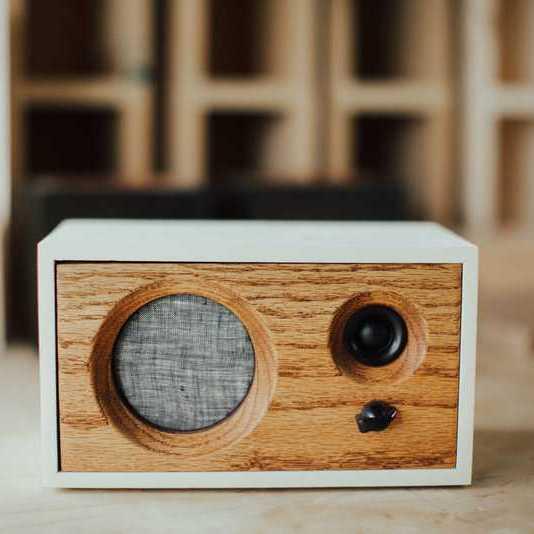 parlante diseno madera calidad sonido blanco inicio