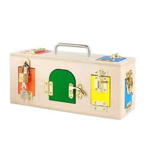 caja de madera cerraduras puertas multicolor