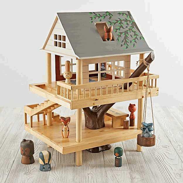 casa del arbol de juguete de madera con personajes