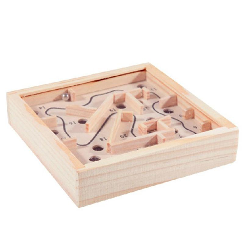 mini laberinto de madera con bola de metal