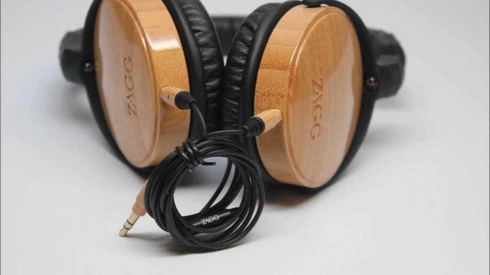 audifonos unicos originales hechos de madera