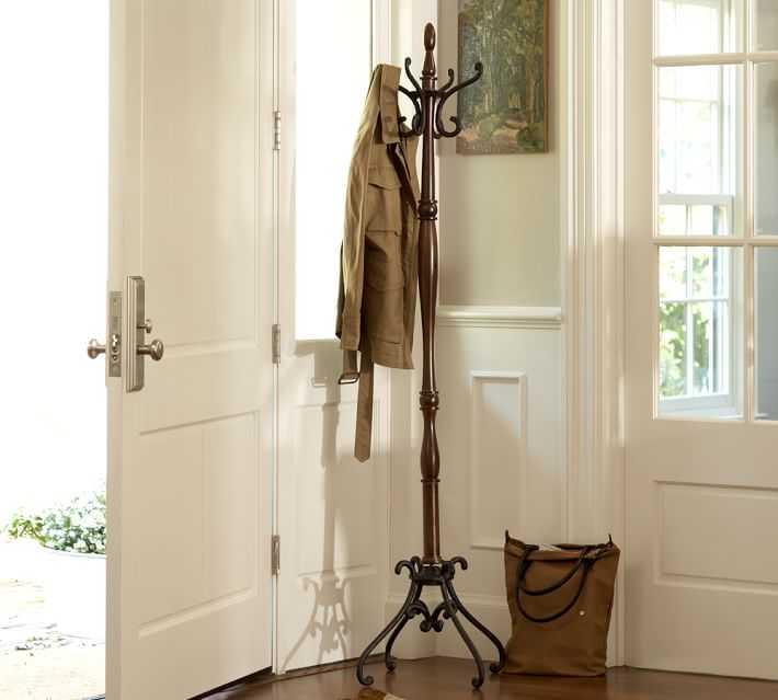 clasico perchero de pie torneado estilo siglo pasado madera metal