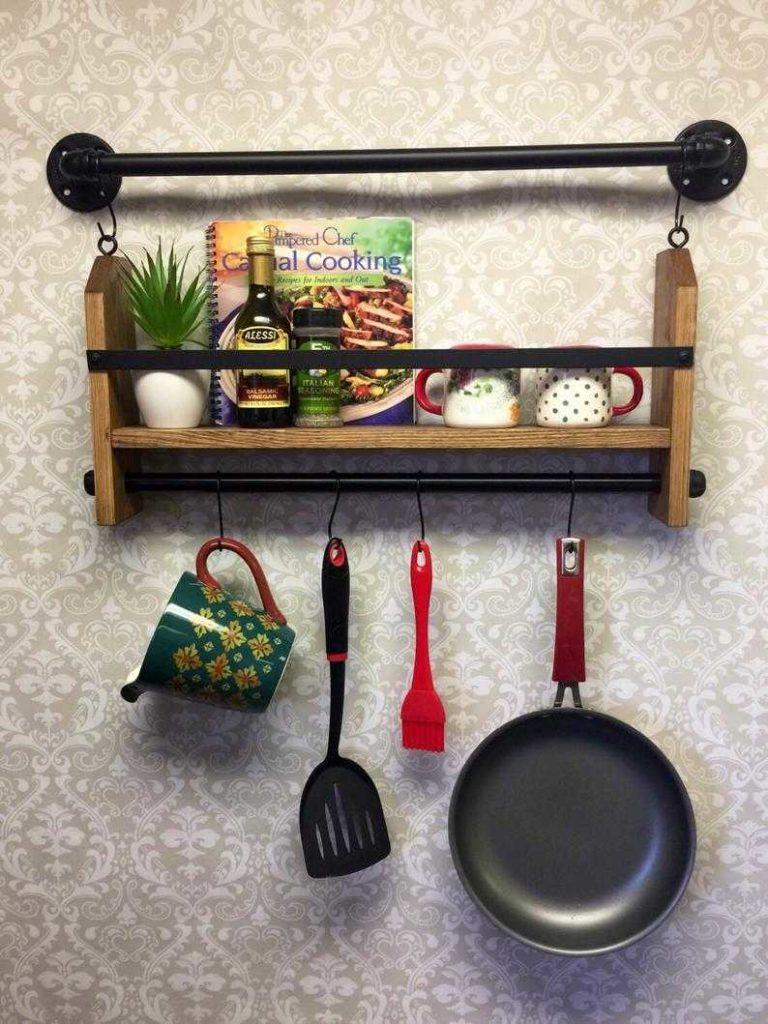 estante de cocina madera metal tubos pared