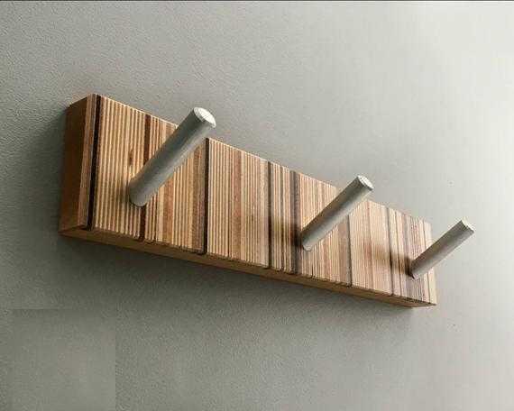 perchero de madera varios tonos combinado metal