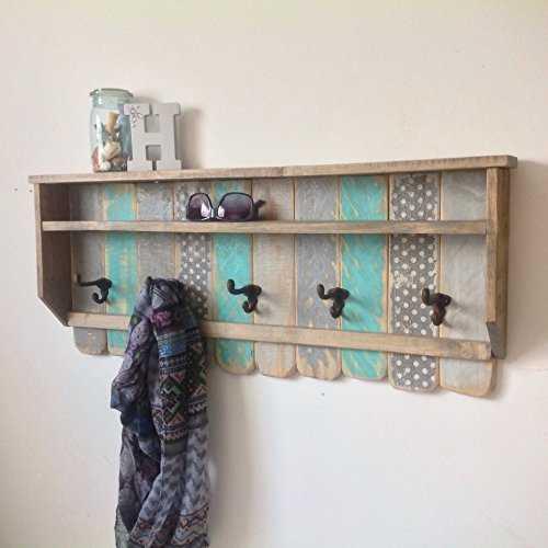 repisa madera perchero pintado motivos decorativos rustico country ganchos de metal