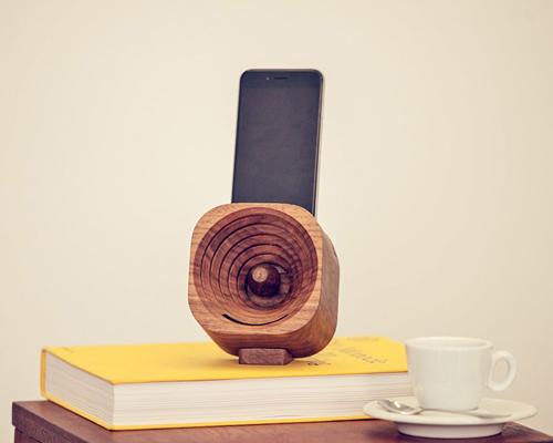 corneta madera altavoz.parlante telefono cuna base