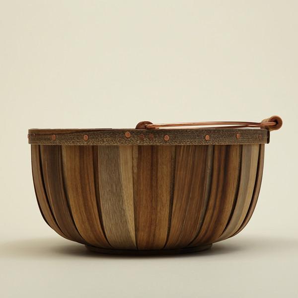 canasta de madera para recolectar manzanas decorativa