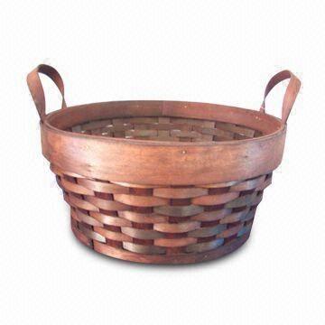 cesta redonda estilo campestre de madera y mimbre