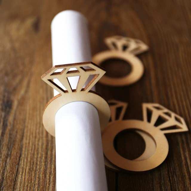 servilleteros con forma de anillos de boda 1
