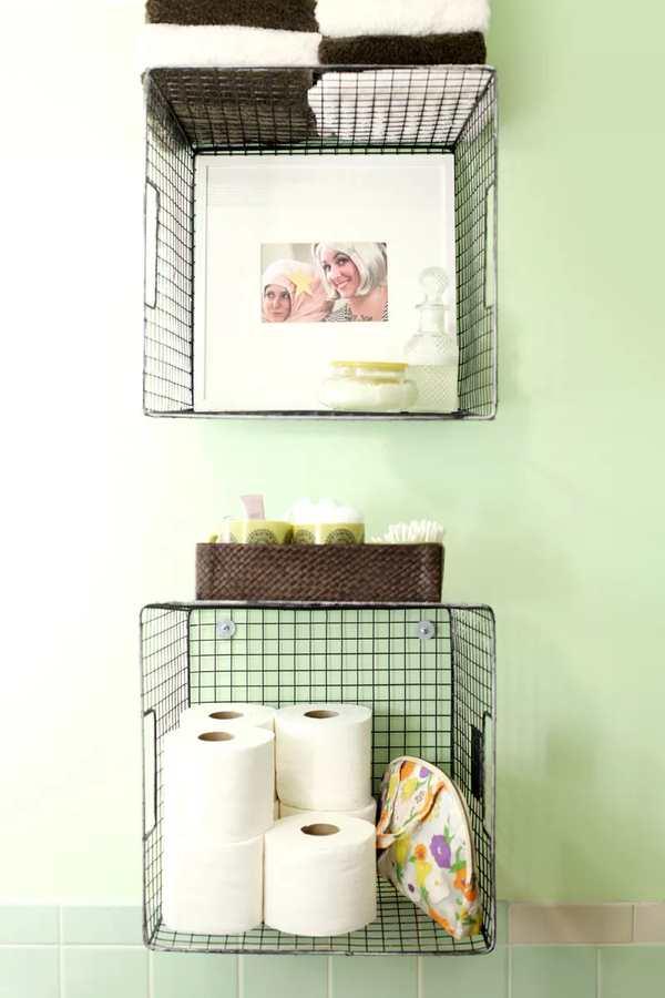 cestas colgantes en la pared