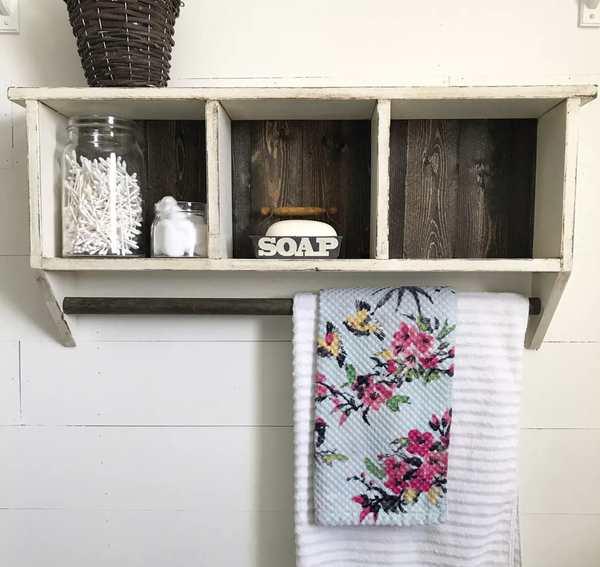 estanteria de madera en forma de cubos