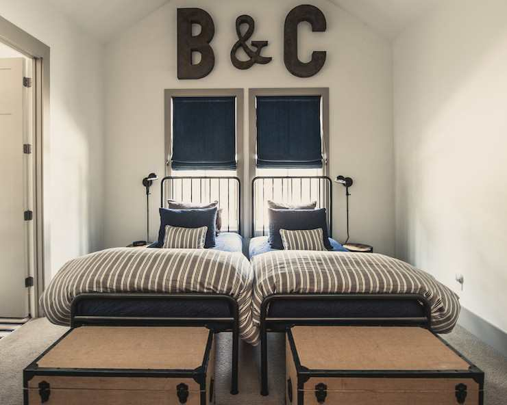 letras b y c sobre las camas