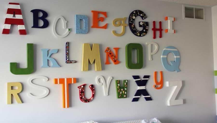 letras de madera de colores para la habitacion del bebe