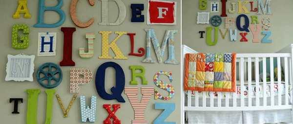 letras del alfabeto sobre la cama del cuarto infantil