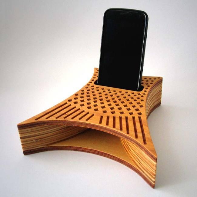 parlante curvo de madera para celular